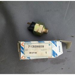 Włącznik świateł stop WABCO 941 003 000 0 Fiat hitachi 71309809